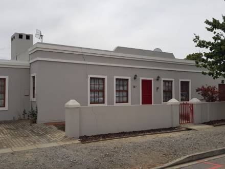 2 Bedroom house, centrally located available